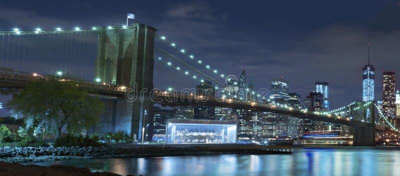 布鲁克林大桥在晚上纽约 免版税图库摄影