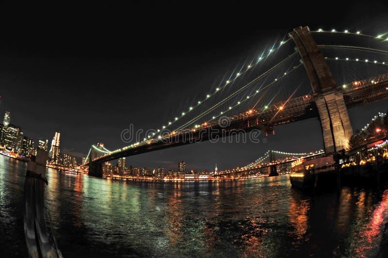 布鲁克林大桥在晚上 库存图片