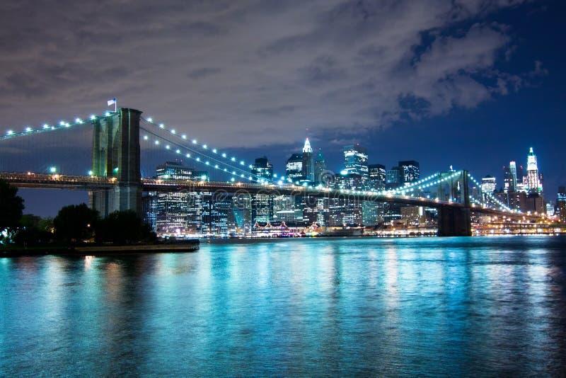 布鲁克林大桥在晚上 图库摄影