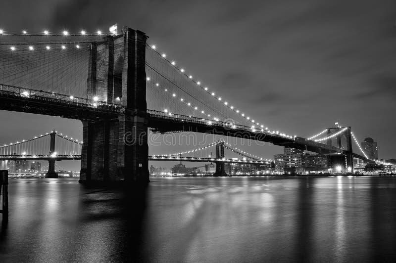 布鲁克林大桥夜间视图  图库摄影