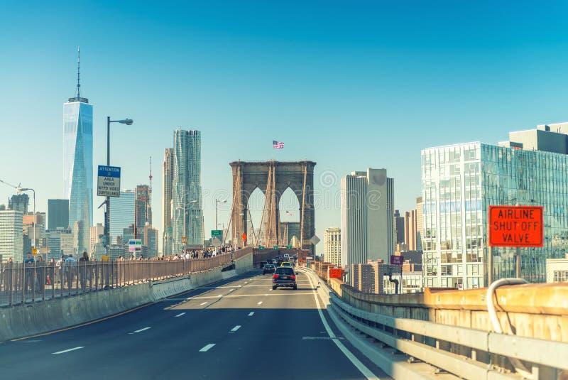 布鲁克林大桥路和市地平线,纽约 免版税库存照片