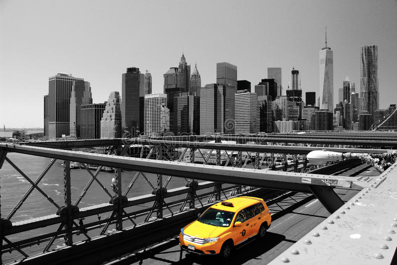 布鲁克林大桥&黄色出租车,纽约,美国 免版税图库摄影