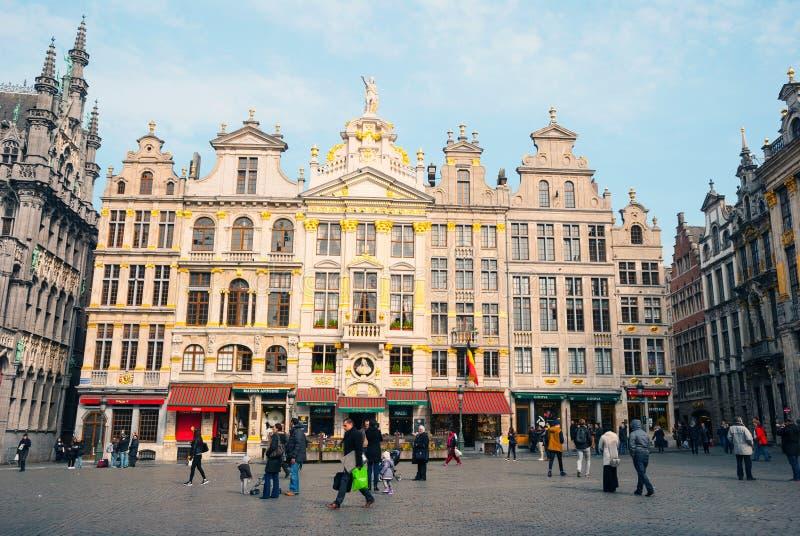 布鲁塞尔大广场的人们 免版税库存照片