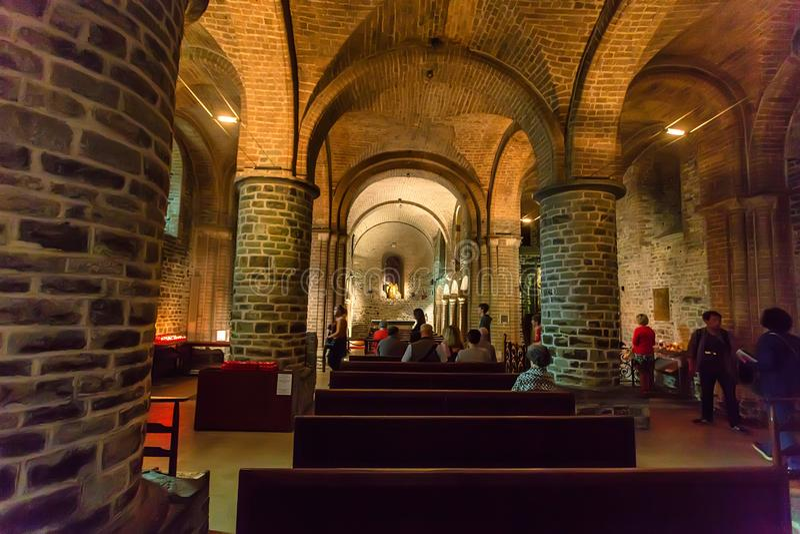 布鲁塞尔,比利时- 2014年6月10日:圣洁血液的大教堂内部在布鲁塞尔 免版税图库摄影