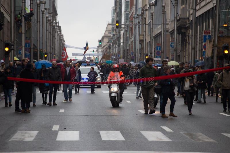 布鲁塞尔,比利时- 2018年12月2日-在ClaimTheClimate行军期间,75000多人承担了布鲁塞尔街道  免版税库存照片