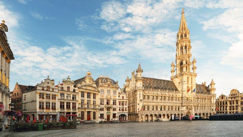 布鲁塞尔-盛大地方在晚上,没人,比利时 库存照片