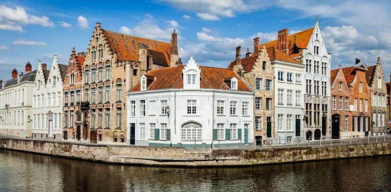布鲁日中世纪房子和运河,比利时 免版税库存图片
