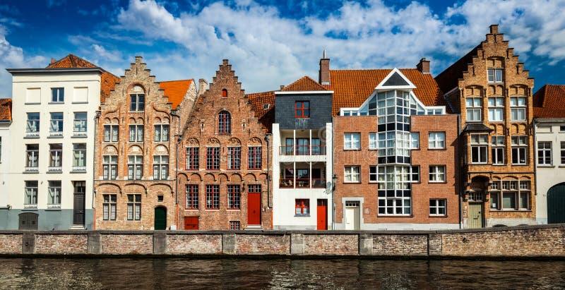 布鲁日中世纪房子和运河,比利时 库存图片