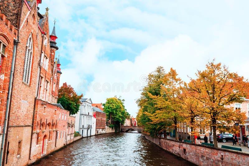 布鲁日的历史的中心,与水运河,北部的威尼斯,富兰德,比利时的都市风景的风景 免版税库存照片