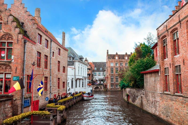 布鲁日的历史的中心,与水运河,北部的威尼斯,富兰德,比利时的都市风景的风景 库存图片