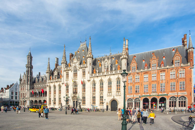 布鲁日,比利时- 2014年5月17日:省法院在市场Squ上 库存图片