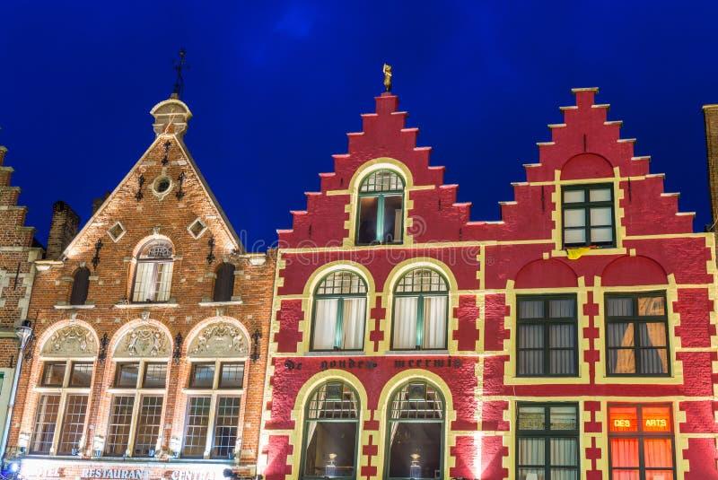 布鲁日,比利时- 2015年4月12日:集市广场的典型的家 库存图片