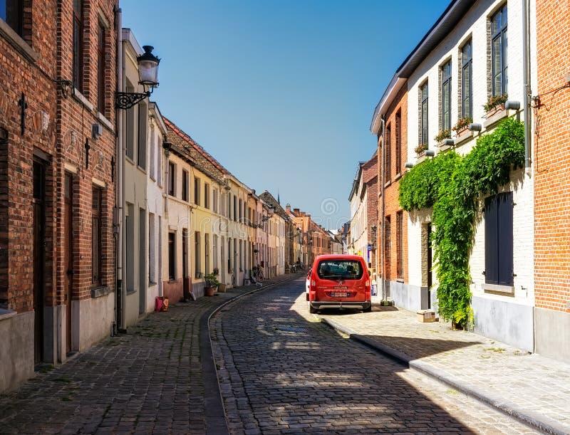 布鲁日 比利时 砖城市女孩街道墙壁 库存图片
