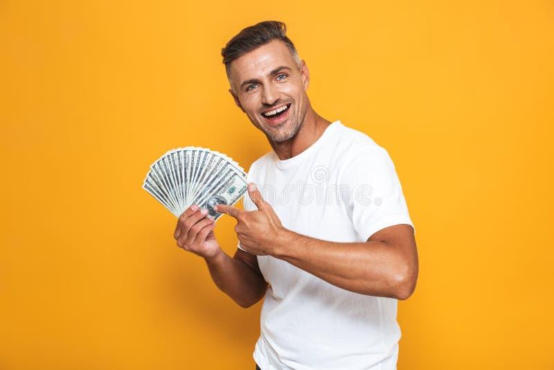 帅哥30s的图象微笑和拿着束金钱的白色T恤的 库存图片