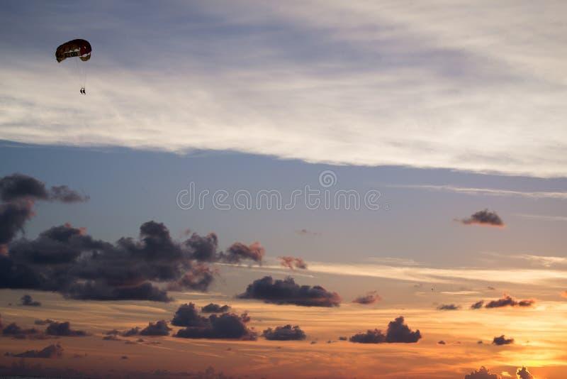 帆伞运动佛罗里达天空 库存照片