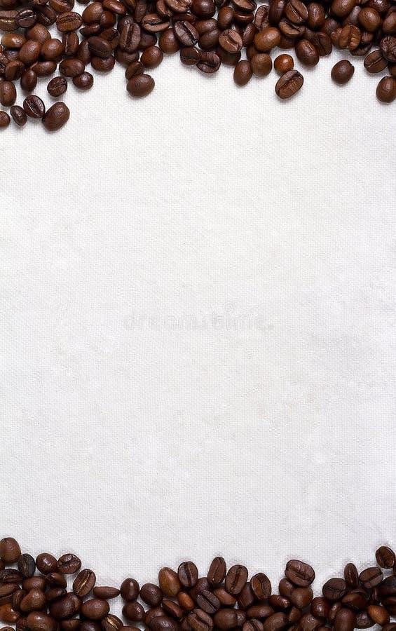 帆布和咖啡豆垂直的照片背景 免版税库存图片