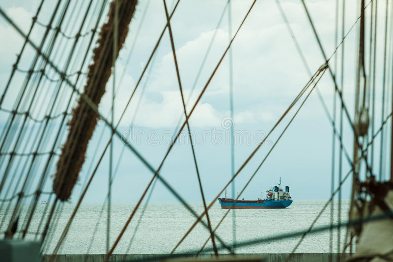 帆柱索具详细的特写镜头在帆船的 库存图片