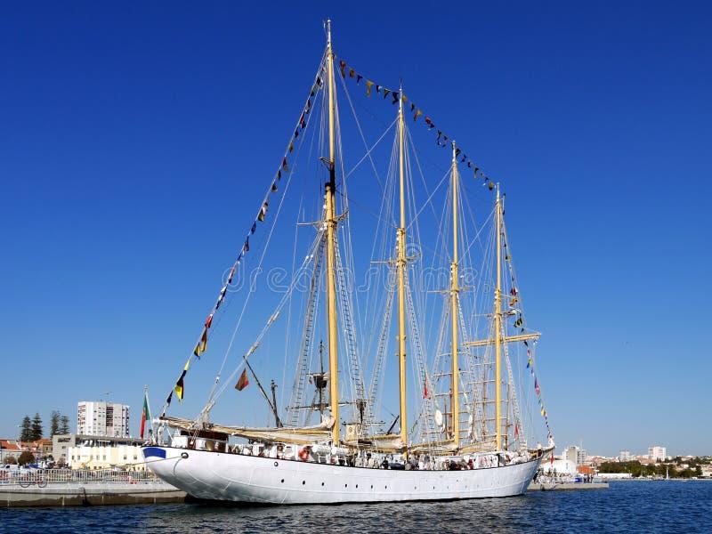 帆船'NTM Creoula'在旁边 库存照片