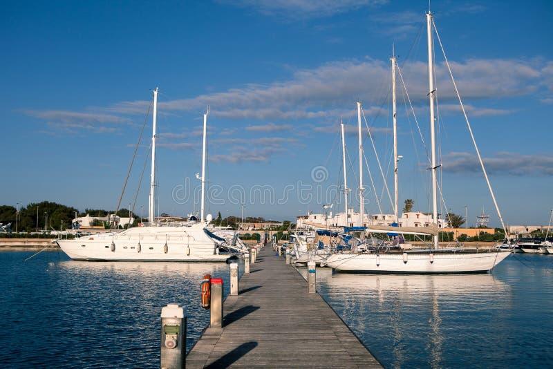 帆船在港口在夏天 库存照片
