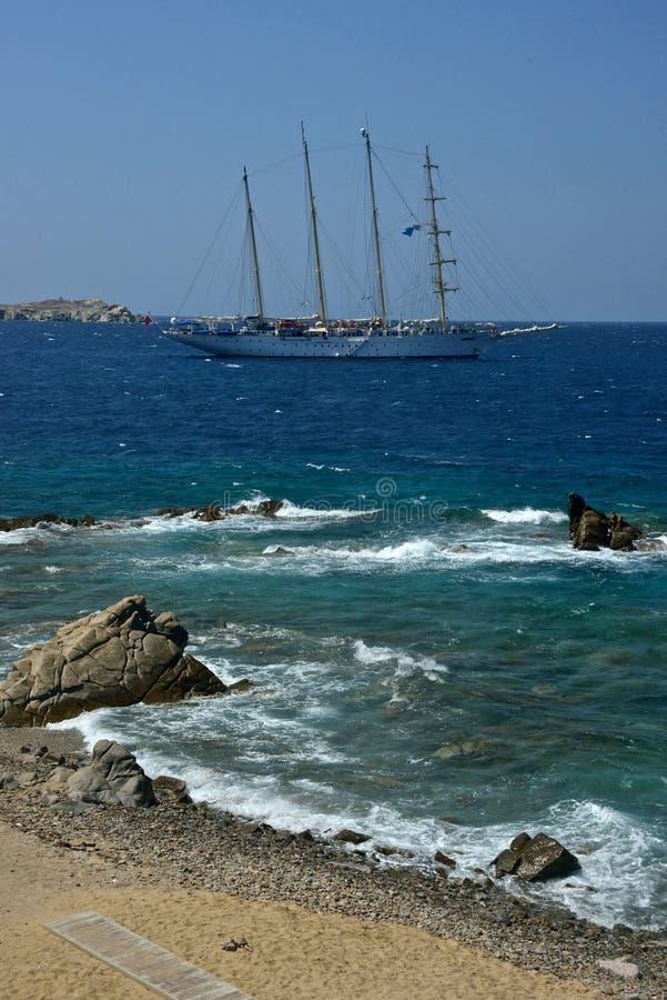 帆船在米科诺斯岛蓝色海  免版税图库摄影