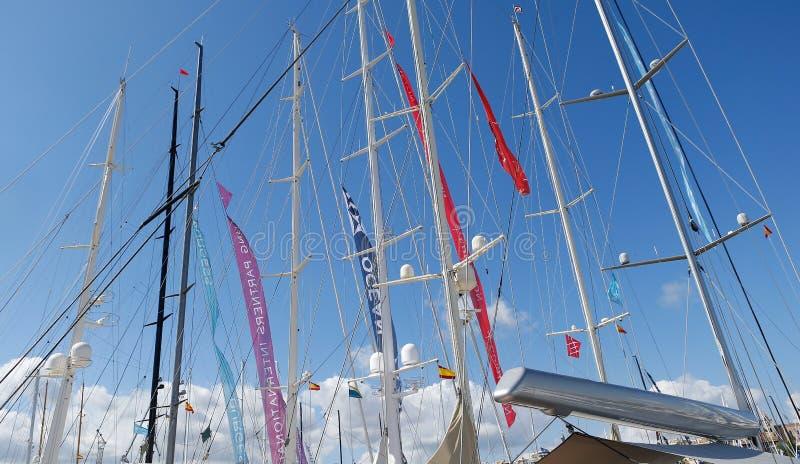 帆船帆柱在第50个Boatshow市场期间的palma海口在帕尔马海口细节 免版税库存照片