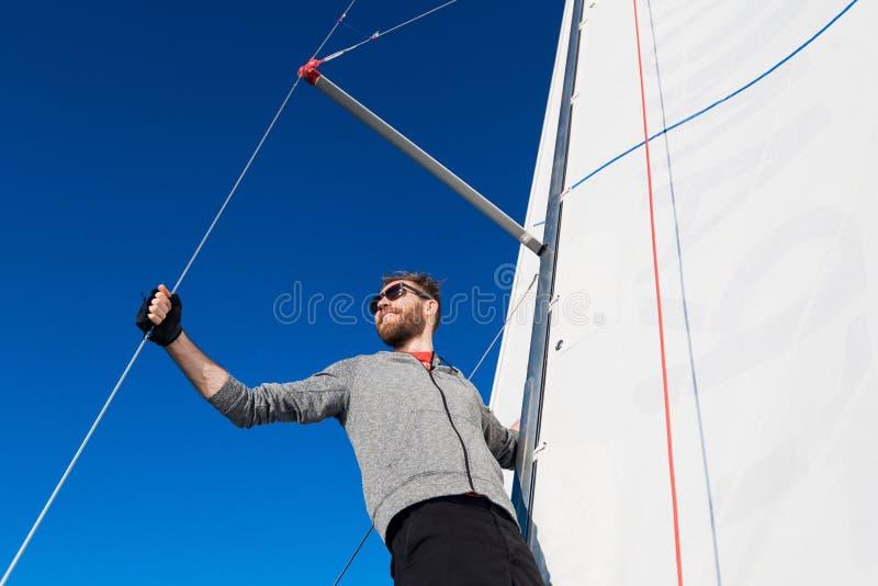 帆船身分和看的确信的上尉到海 图库摄影