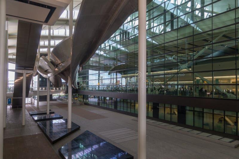 希思罗机场的,伦敦,英国现代终端2 免版税库存图片