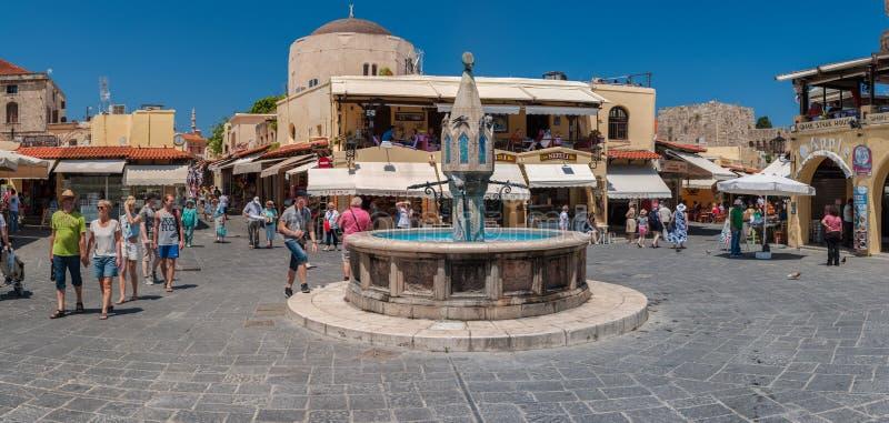 希波克拉底广场全景罗得岛,希腊老镇的  免版税库存照片