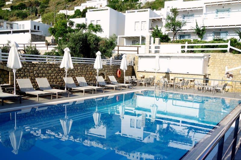 希腊人金堡酒店游泳池,斯基罗斯岛,希腊 免版税图库摄影