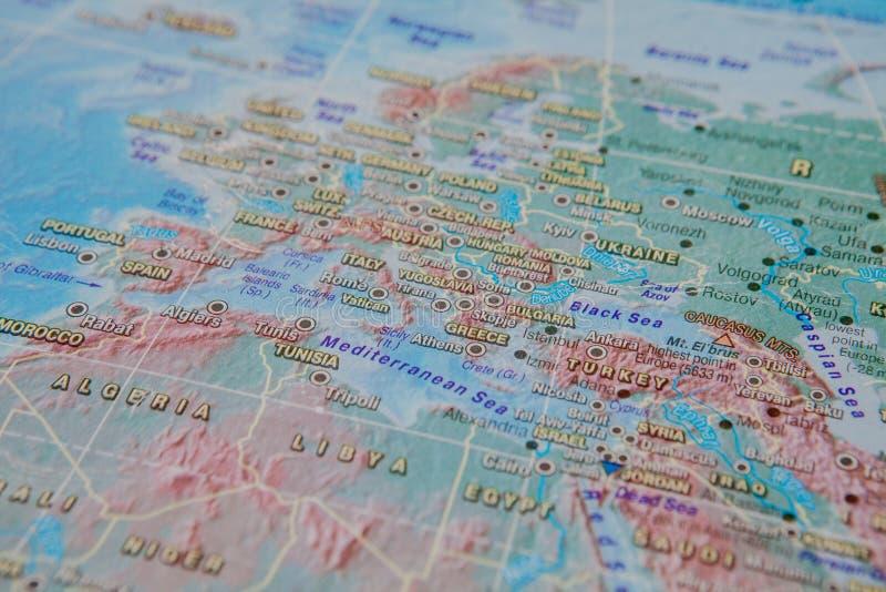 希腊和土耳其关闭的在地图 在国家的名字的焦点 渐晕作用 库存照片