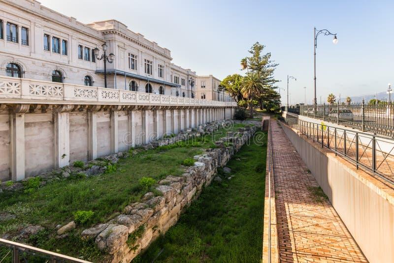 希腊城市墙壁- Lungomare Falcomata -雷焦卡拉布里亚,意大利 免版税库存图片
