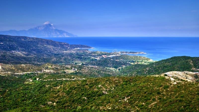 希腊小山、海和Athos山全景  免版税库存图片