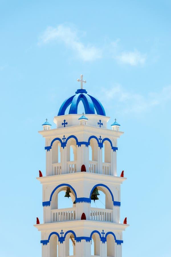 希腊教会在圣托里尼的钟楼 免版税图库摄影