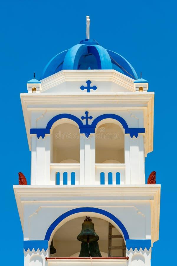 希腊教会在圣托里尼的钟楼 免版税库存照片