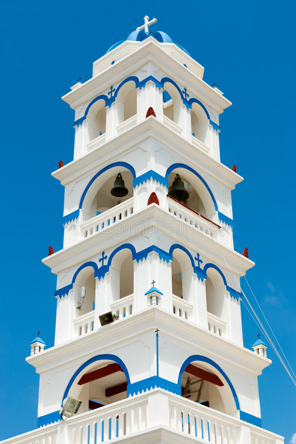 希腊教会在圣托里尼的钟楼 库存照片