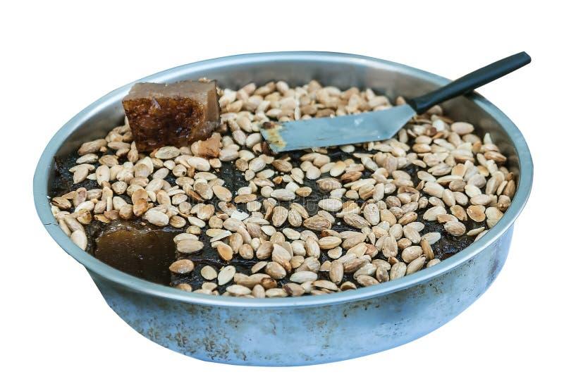 希腊新鲜的halva用在金属盘子的杏仁 免版税库存照片