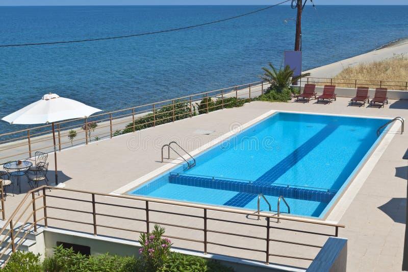 希腊旅馆海岛samothraki waterpool 免版税库存图片