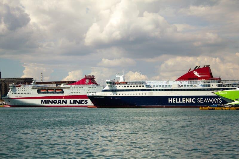 希腊比雷埃夫斯港渡轮 免版税库存图片