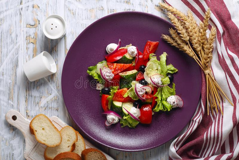 希腊沙拉用新鲜的萝卜 库存照片