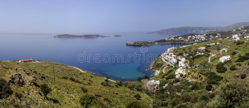 希腊海岛 Batsi镇的看法从高安德罗斯海岛,基克拉泽斯,希腊的 免版税库存图片