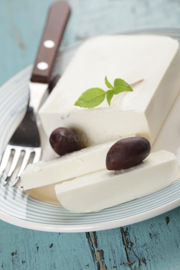 希腊白软干酪用橄榄 免版税库存照片