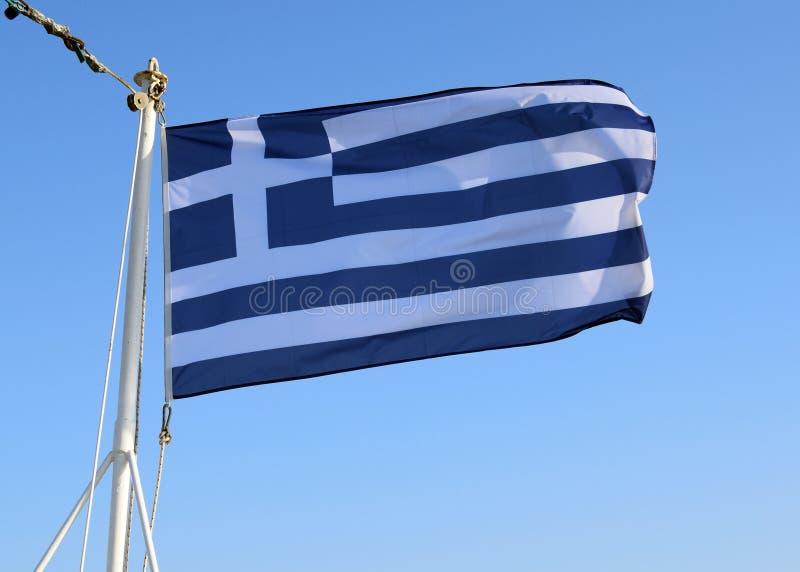 希腊的国旗在旗杆的风开发 库存照片