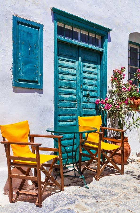 希腊的逗人喜爱的传统tavernas 阿莫尔戈斯岛海岛 库存照片