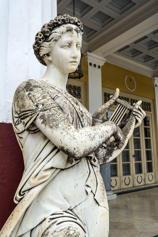 希腊神话冥想的雕象在Achilleion宫殿在科孚岛,希腊 图库摄影