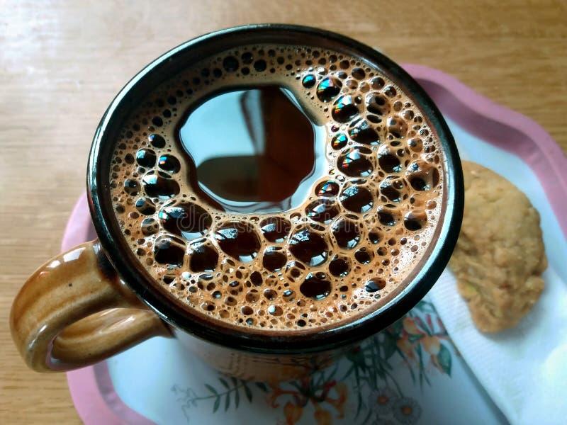 希腊语-在盘子的土耳其咖啡 免版税库存图片
