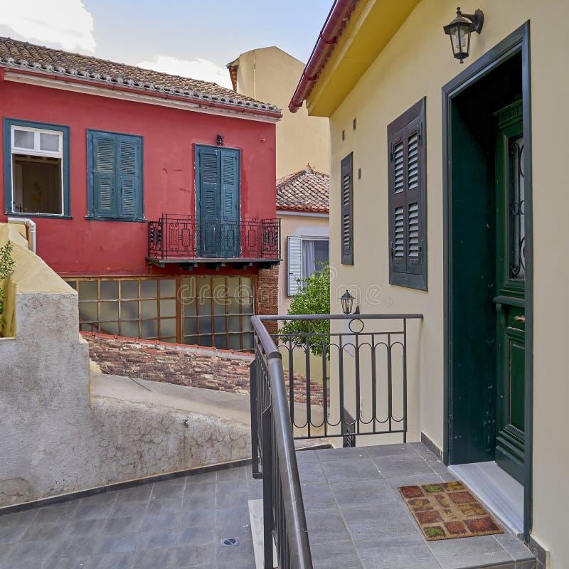 希腊,九头蛇海岛,五颜六色的葡萄酒房子 免版税库存照片