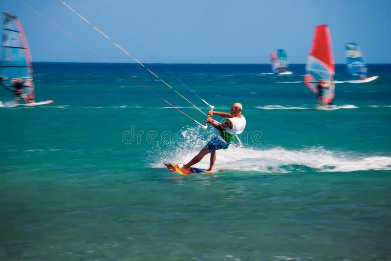 希腊,罗得岛- 7月16日Kitesurfing在2014年7月16日的Prasonisi在罗得岛,希腊 库存照片