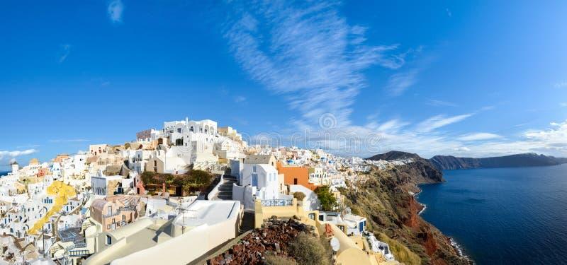 希腊, Oia村庄和破火山口的,全景圣托里尼海岛 免版税图库摄影