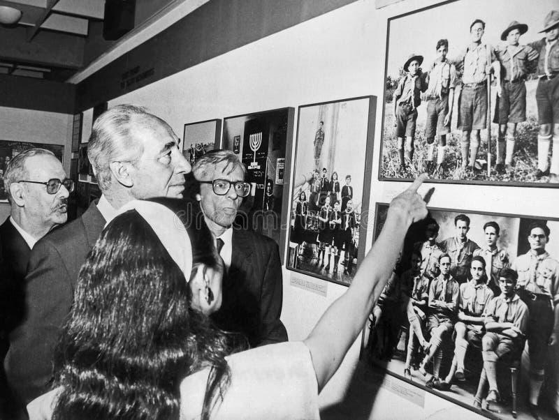 希蒙・佩雷斯在犹太人散居地博物馆游览陈列 图库摄影