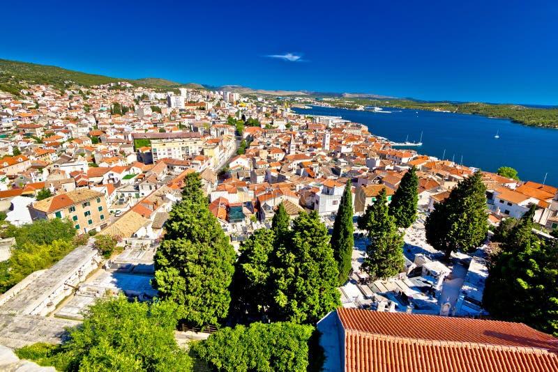 希贝尼克鸟瞰图亚得里亚海的镇  库存照片